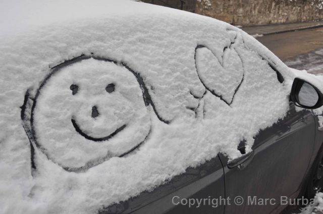 window snow smiley
